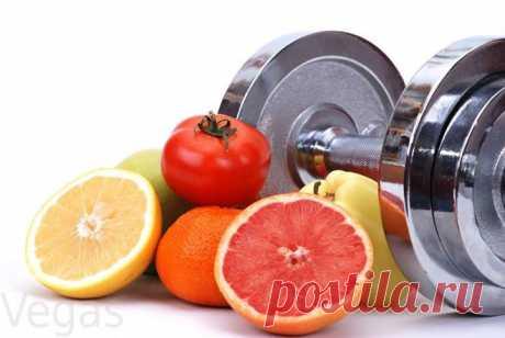 ФИТНЕС ПИТАНИЕ.  Питание при занятиях фитнесом должно соответствовать затраченной на тренировках энергии, поэтому калорийность потребляемых продуктов должна контролироваться.   Непосредственно за два-три часа до фитнес-занятий необходимо воздержаться от еды, после занятий тоже желательно сразу не есть. Но и тренироваться натощак тоже не рекомендуется, так как тяжелая физическая работа на занятии приведет к критическому снижению запасов энергии, и к уменьшению ...