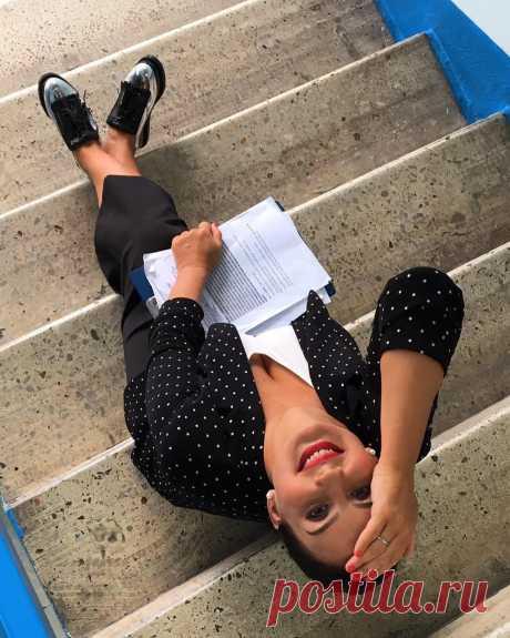 "Strizhenova Ekaterina in Instagram: \""End of working week. we exhale! zhaket@emporioarmani @nevalenki #1канал #Первый #люблюсвоюработу boots\"""