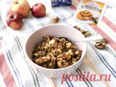 Крамбл с овсяными хлопьями и яблоком на сковороде — рецепт с фото Это блюдо будет отличным завтраком для всей семьи.