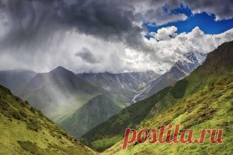 «Los matices de la tormenta». Kirguizia. El autor de la foto — Elina Magalimova: