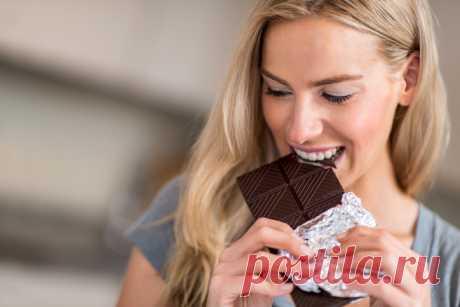 Cómeme cada mes: es creado el chocolate para el alivio «de estos días» | Mí Amable No el secreto que el chocolate influye bien sobre el humor y es capaz un poco de reducir el dolor. El pastelero suizo Marc Uidmor ha ido después y ha creado el chocolate especial con el efecto expresado terapéutico. iStock\/andresr el Chocolate lleva el nombre Frauenmond («la luna Femenina»), el contenido del cacao en ello compone 60 %. Excepto los componentes regulares, en la baldosa medicinal hay un extracto de 17 hierbas suizas montañosas, que en...