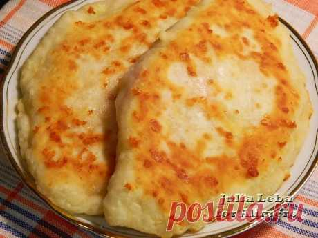 Быстрые сырные лепёшки с колбасой / Рецепты с фото