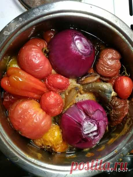Заготовки на зиму: самый домашний томатный кетчуп | Дом с огородом в пригороде | Яндекс Дзен «Без него не едят» - скажет Джон Хайнц и превратит своё дело в преуспевающий томатный бренд. Но мы-то знаем, где растут томаты, выращенные с любовью.