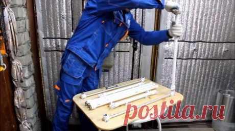 Раскладной столик из ПВХ труб Рабочее место для любого мастера имеет особое значение. Для некоторых специальностей рабочий стол попросту необходим. Но что делать, когда приходится часто переезжать и работать на различных объектах?...