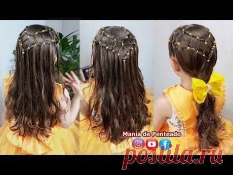 Прическа для девочек с цветными каучуками, распущенными волосами или хвостиком