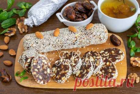 Сладкая колбаса из фиников и орехов Сегодня приготовим сладкую колбаску на десерт.