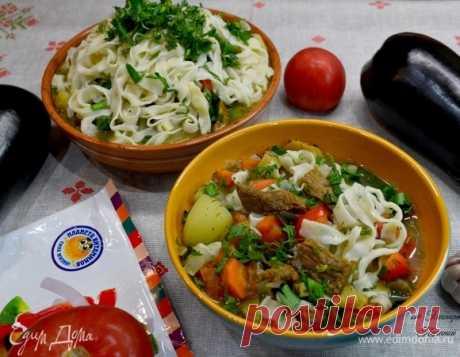 Лагман. Ингредиенты: говядина, перец болгарский красный, помидоры