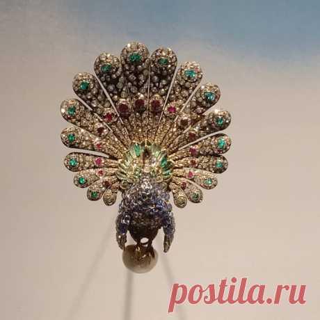 Выставка ювелирных брошей в виде птиц в Париже!