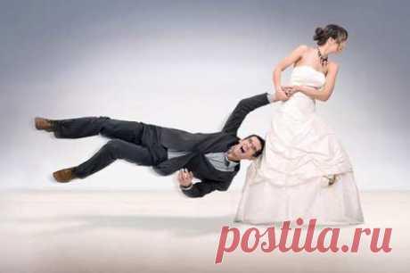 Выйти замуж, иметь семью и деток – желание обычное и природное. Так почему же некие мужчины не делают этот ответственный шаг, настолько главный для дамы?Главные предпосылки.