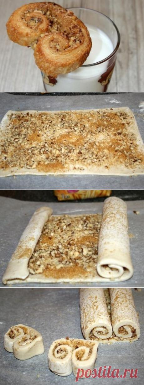 Печенье ушки из слоеного теста с орешками =)