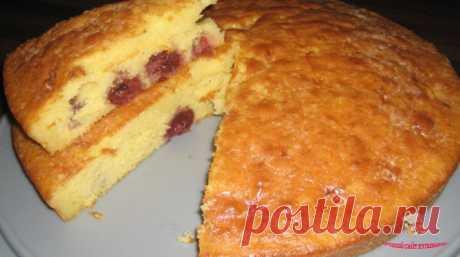 Несмотря на то, что это простой вишневый пирог, он вкусный