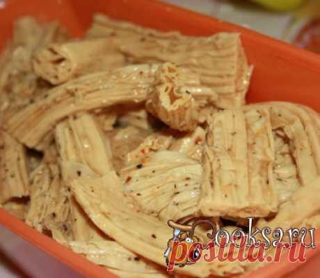 """El espárrago """"По-корейски"""" Jugoso, ostrenkaya el espárrago en coreano se prepara completamente simplemente en las condiciones de casa. ¡Asombren a los próximos y los amigos con este manjar coreano! El espárrago seco (en el embalaje tenía 450 gramo, de esta cantidad resulta 1,5 cacerola del producto acabado) — 450 g; el ajo — 4 diente.; paprika los polvos o los trozos menudos — 2 art. de l.; el ají rojo (por gusto); el ají negro (por gusto); la sal (por gusto); la salsa de soja — 2 art. de l.; el aceite vegetal (en esto …"""
