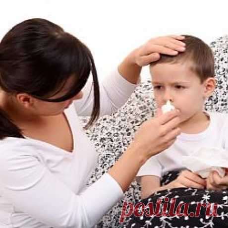 Лечение насморка у детей | Авва Детки грудного возраста не умеют дышать ротиком из-за несовершенности дыхательной системы, поэтому при насморке они не могут спать, а также кушать. Кроме того, малыши примерно до двух лет не способны самостоятельно очищать нос от слизи, у них отсутствует рефлекс, помогающий сморкаться, им необходимо очищать нос с помощью аспиратора.