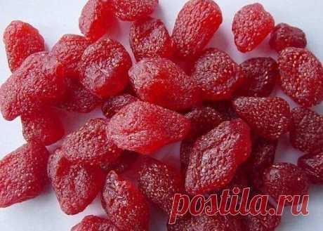 Цукаты из клубники – невероятно вкусные, яркие и очень ароматные Клубничные цукаты захватили сердца многих сладкоежек и даже тех, кто не является таковыми. А, все из-за особенного сладкого вкуса, интересной формы и неповторимого аромата. Сохранить спелую ягоду и наслаждаться ее вкусом круглый год – это того стоит...