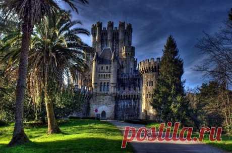 Загадочный замок Бутрон Замок Бутрон расположен в поселке Гатика  провинция Бискайя, Испания. История замка начинает свой отсчет с VIII века. По легенде, здесь жили две семьи ужасно враждовавшие между собой, вражда длилась довольно долгое время, здесь имели место и интриги и убийства. И вот в XI столетии одно из…