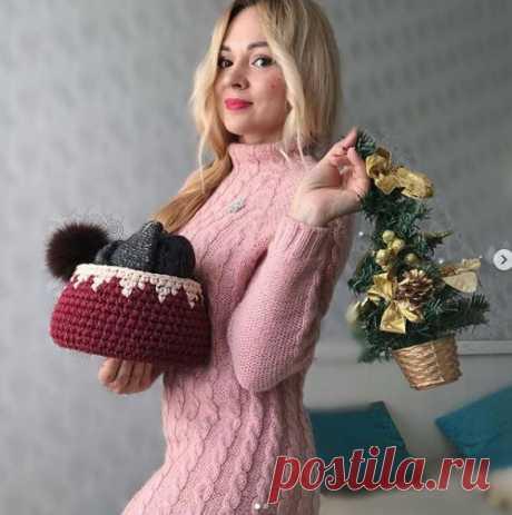 Зимнее вязаное платье с косами и рукавом реглан - практично и красиво