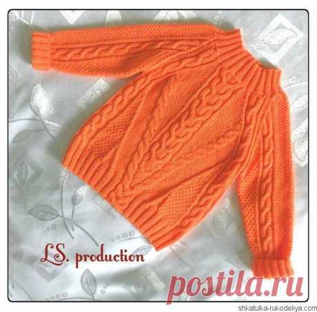 Оранжевый джемпер спицами Оранжевый джемпер спицами с арановыми переплетениями. Женские пуловеры с аранами