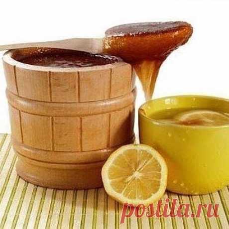 Лимонная смесь для сосудов  Для эластичности сосудов смешайте по 1 чайной ложке лимонного сока, меда и подсолнечного масла и выпейте натощак. Курс лечения - 10 дней.  Или смешайте 1 чайную ложку меда и сок половины лимона в 3/4 стакана теплой кипяченой воды. Пейте перед сном 10 дней.  Чтобы очистить сосуды, пропустите через мясорубку 2 средних лимона, добавьте 2 ст.ложки меда, перемешайте, переложите в стеклянную банку и выдержите при комнатной температуре сутки. Принимайт...