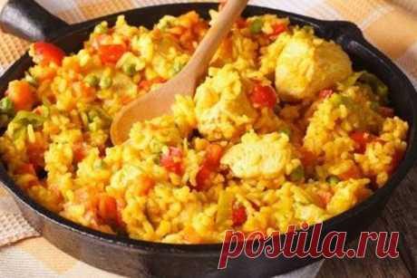 Рецепт на скорую руку: рис с курицей в сковороде — ХОЗЯЮШКА