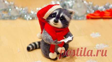 А давай по Новогоднему закону – Всё ненужное оставим за спиной: Неприятные звонки по телефону, В одиночестве прошедший выходной… Неожиданные беды и потери, Все болезни, что пришли исподтишка… И откроем в Новый год, с улыбкой, двери. Свет в душе от новогоднего снежка… Мы возьмём с собой пакет идей блестящих, Сумку радости, баулы доброты. И друзей – таких родных и настоящих… Не забудем прихватить свои мечты. В Новый год ворвёмся с белой полосою, Чистым снегом укрывая негатив, Чтоб ценить людей с…