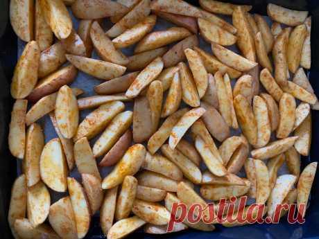 Открыла для себя лучший рецепт картошки по-деревенски. Всего один ингредиент обеспечит хрустящую корочку