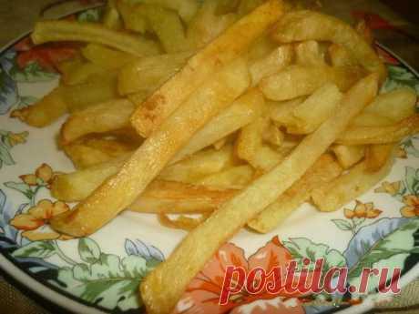 """Las patatas frito. Simplemente. Rápidamente. Sin aceite y la grasa las Patatas """"фри"""" (sin grasa y el aceite). Que cruje, perfumado, pero completamente sin grasa. Prepararse simplemente no es afanoso, y el resultado magnífico. La preparación de las patatas a 2 personas es necesario:\u000d\u000a-4 bolsh …"""