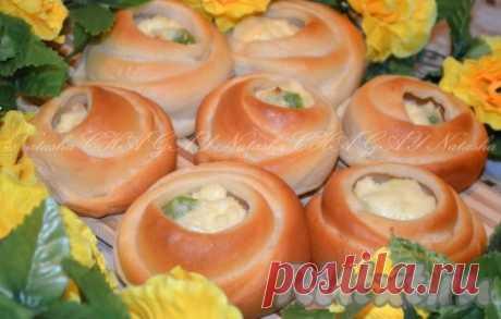 Дрожжевые булочки с творогом - 12 пошаговых фото в рецепте Дрожжевые булочки с творогом - мягкие, нежные, очень вкусные. А еще они красивые, благодаря такой форме скрепления. Делать их не хлопотно, если так могло показаться. Ингредиенты