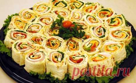 ТОП - 9 рецептов закусочных рулетов к праздникам