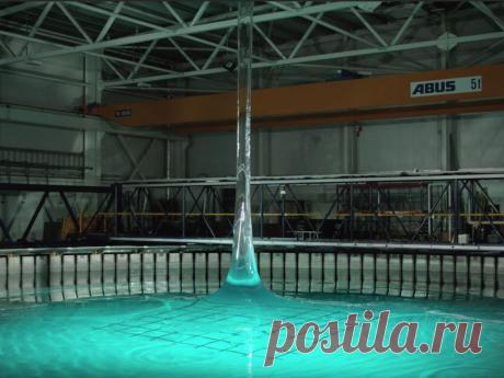 Вертикальная волна высотой 30 метров в замедленной съемке В симуляторе океана, воспроизвели и засняли в замедленном режиме волну, которой не существует в природе.
