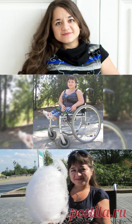 Девушка-инвалид рассказывает, как и чем прохожие её обижают на улице.