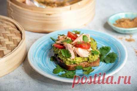 Вкусные бутерброды с рыбой и авокадо – пошаговый рецепт с фото.