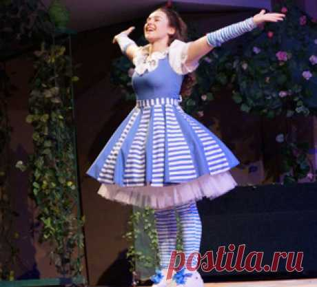 26 июня 2017 года в Приднестровском государственном театре драмы и комедии им. Н. С. Аронецкой состоялась премьера музыкального спектакля «Алиса в Стране Чудес» по сценарию Олеси Емельяновой.