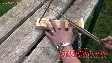 El sacapuntas para los cuchillos por las manos