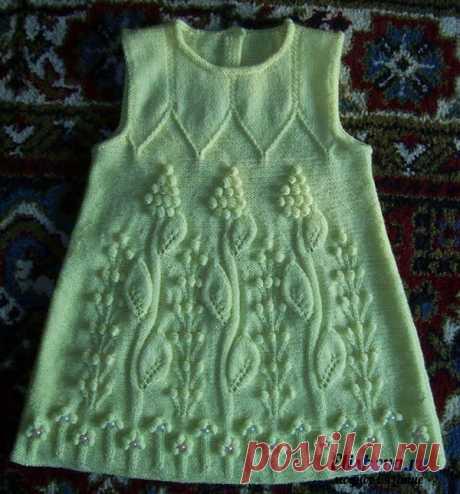 Детское платье с ажурным узором вязаное спицами и крючком   Блог elisheva.ru