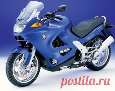 Мощные мотоциклы BMW K1200S отличаются поперечным расположением четырехтактного двигателя с жидкостным охлаждением. Рабочий объем мотора 1157 куб. см. Максимальная скорость машины достигает 268 км/час.
