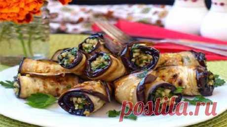 Овощные рулетики с орехами — отличный вариант угощения для нежданных гостей, так как готовятся очень быстро и из тех продуктов, которые