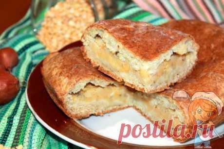 Пирог с горохом - Любимый рецепт бабушки нравится всем ее внукам! Ароматный румяный пирог с горохом - отличное угощение в выходной день. Нежное тонкое творожное тесто, сытная начинка из горохового пюре с луком и чесноком