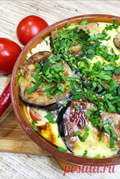 Мусака из баклажанов с мясом,бесподобный вкус Греции Мусака — удивительно вкусная запеканка из баклажанов и мяса с томатами— занимает почетное место в кухне сразу нескольких стран. Классический рецепт этого блюда имеет множество вариантов, я постаралась максимально упростить для Вас приготовление этого блюда, а отступление от «прописных истин» идет иногда на пользу вкусу.