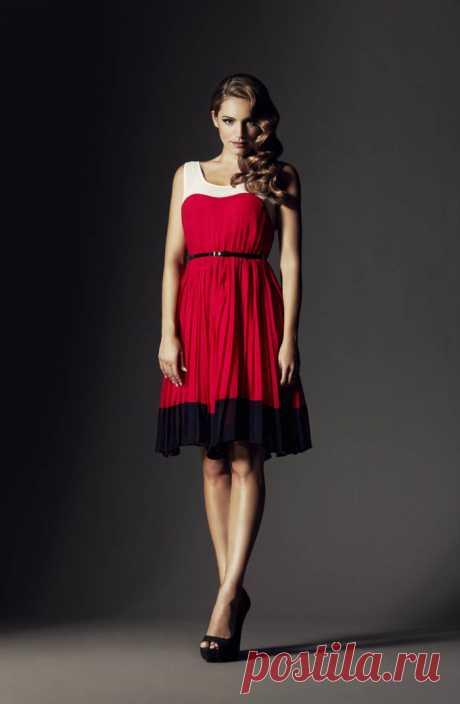 Kelly Bruk (Kelly Brook) en la publicidad de la marca New Look (el septiembre 2011)