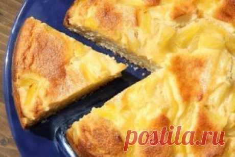 Творожный пирог с ананасами от Вероники Крамарь. Хочу поделиться рецептом простого, но в тоже время очень вкусного творожного пирога с кусочками ананаса. Выпечка получается высокой, воздушной, ароматной и просто прекрасной на вкус.  Для приготовления творожного пирога с ананасами нам потребуется:  мука пшеничная - 300 г;  кефир - 200 мл;  сахар - 180 г;  растительное масло - 100 мл;  яйцо - 2 шт.;  разрыхлитель - 12 г;  растительное масло для смазывания формы.  Для начинки:  творог - 250 г;  я