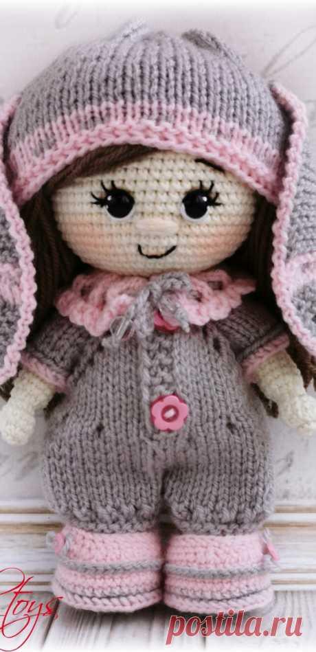 PDF Пупс малышка в костюме зайки крючком. FREE crochet pattern; Аmigurumi doll patterns. Амигуруми схемы и описания на русском. Вязаные игрушки и поделки своими руками #amimore - пупс, кукла, куколка.