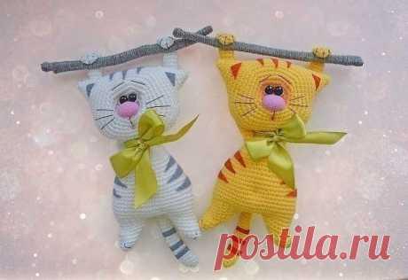 Вяжем милых котиков крючком