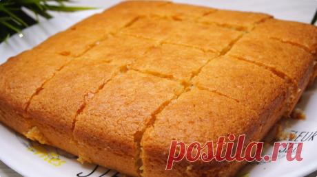 Самый простой в мире пирог на кефире без яиц за 5 минут (плюс время выпечки) Он получается всегда мягким и пышным. Готовится очень просто. Перемешиваем все ингредиенты и отправляем в духовку.