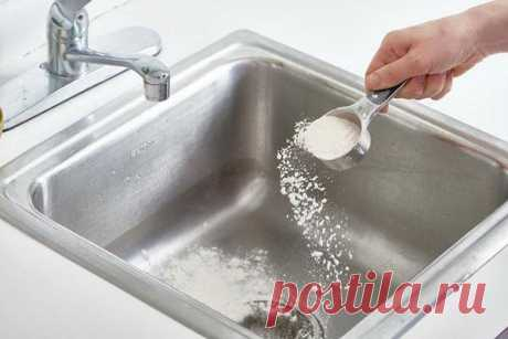 Как и зачем чистить мойку на кухне мукой?