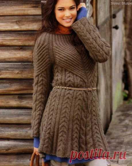 Удлиненный свитер с «косами» и оригинальным силуэтом (только схемы узоров)