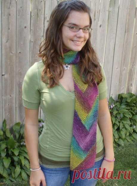 Интересный шарф спицами укороченными рядами
