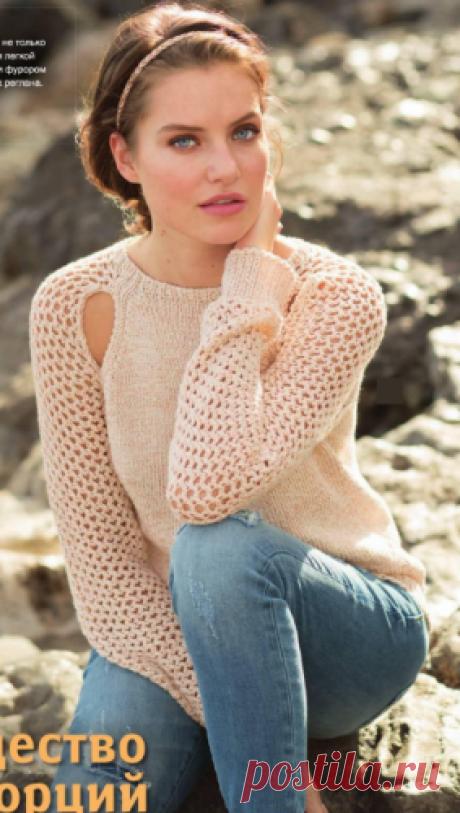 Женский пуловер с вырезами на регланных скосах спицами Женский пуловер с вырезами на регланных скосах и рукавом сеткой, вязаный спицами