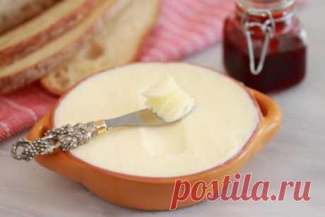 👌 Делаем сливочное масло своими руками за 10 минут, рецепты с фото Приготовьте домашнее сливочное масло без особых хлопот! Оно идеально подойдёт для использования в выпечке или просто, чтобы намазать на хлеб. Попробовав его, вы больше не будетепо...