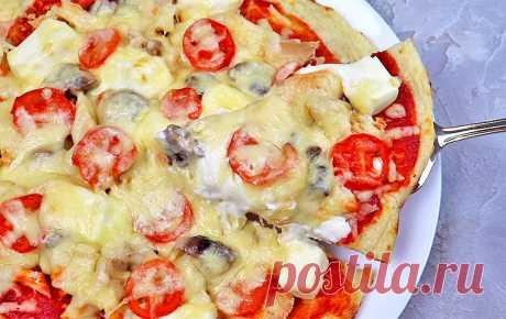 Диетическая пицца с курицей и грибами на творожном тесте