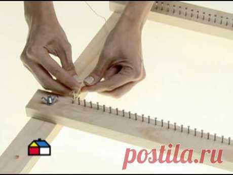 ¿Cómo hacer un telar? Con la lana podemos tejer con palillos o croché, y también hacer telares. Es decir, un tejido donde se van entrelazando las lanas, hasta tener una trama bien...